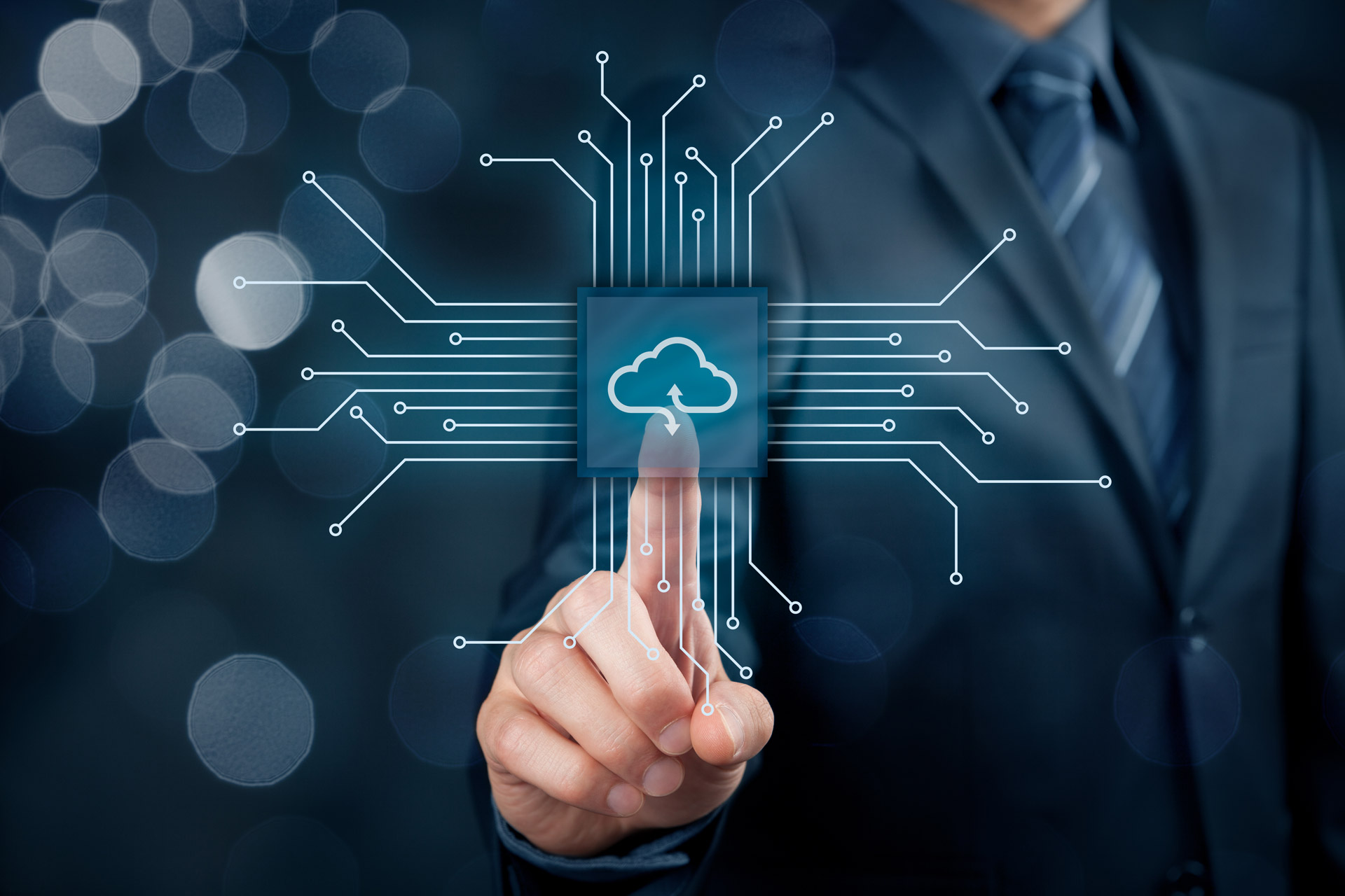 advantages of private cloud and hybrid cloud over public cloud solutions
